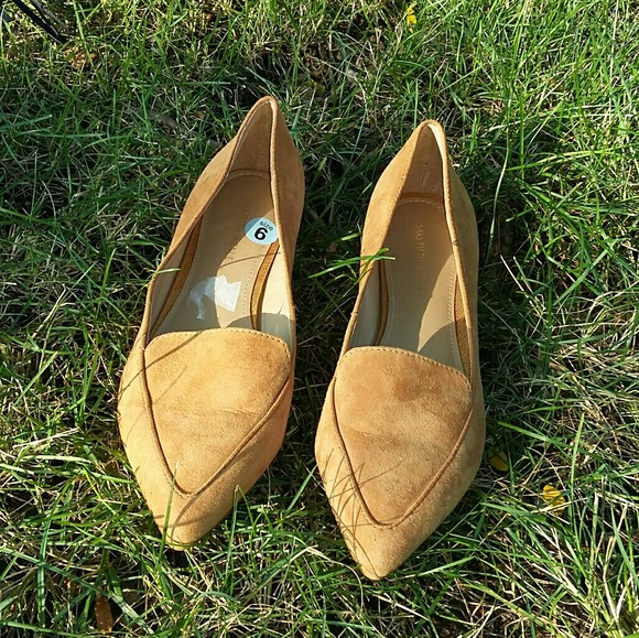 Saks Fifth Avenue Tan Suede Pointed Flats Size 6